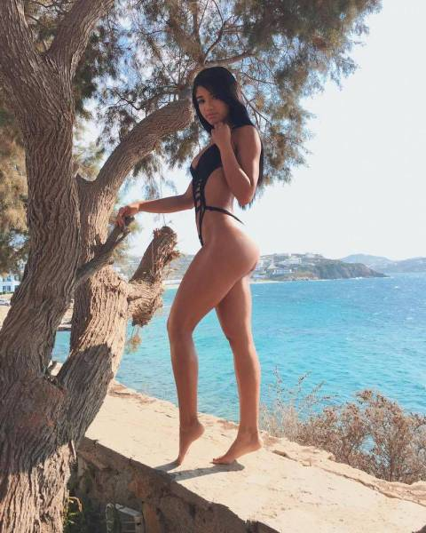 You Can't Go Wrong With These Bootylicious Babes And Their Gorgeous Butts (74 pics)