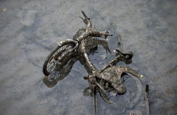 Some Interesting Things Were Recently Found In The Canal Saint Martin (21 pics)
