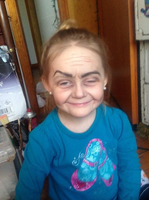 Toddler Gets Turned Into An Old Lady Thanks To The Power Of Makeup (4 pics)