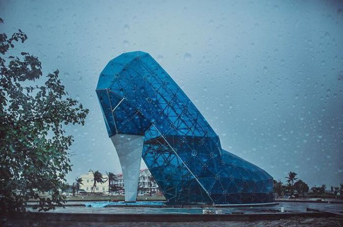 Find Out Why This Church In Taiwan Is Shaped Like A Shoe (7 pics)