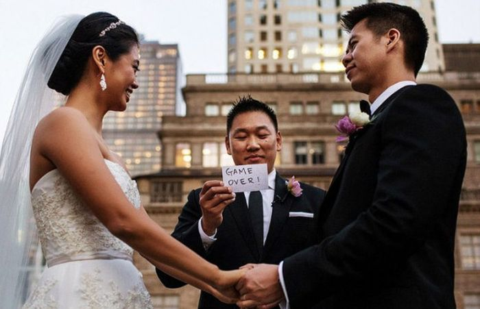 Funny Couples That Took Their Wedding Photos To The Next Level (20 pics)