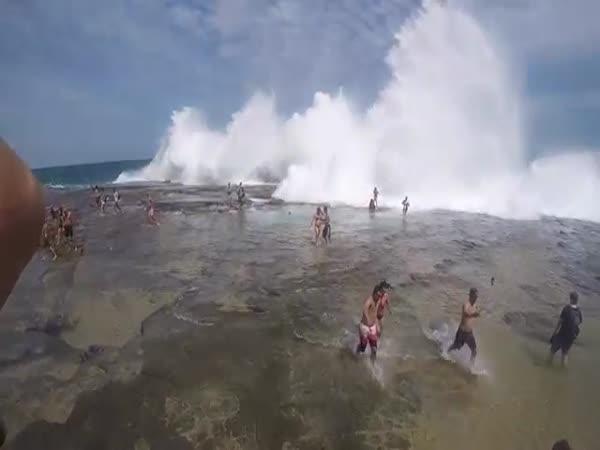 Freak Wave Hits Figure 8 Pools