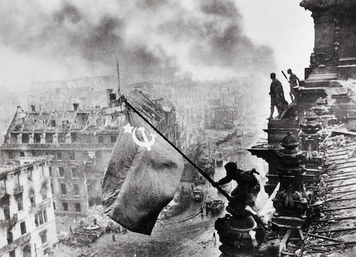 9 Famous Photos You Probably Didn't Know Were Staged (9 pics)