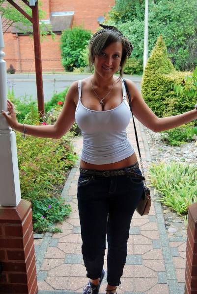 These Girls Are Unbelievably Sexy From The Neck Down (50 pics)