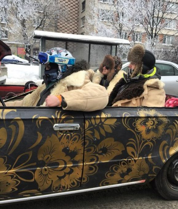 Only In Russia Would People Try This In The Middle Of Winter (2 pics)