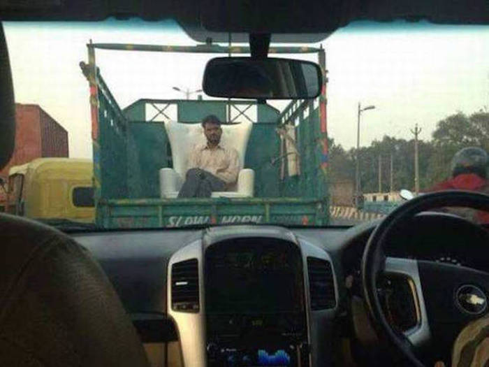 It's Amazing What You Can See While You're Commuting (30 pics)