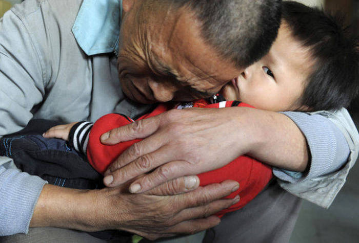 These Touching Photos Show A Different Side Of Humanity (29 pics)