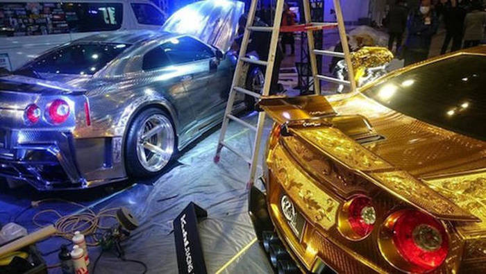 The Paint Job On This Gold Car Is Absolutely Insane (25 pics)