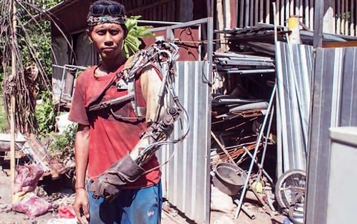 Indonesian Man Invents His Own Bionic Arm Like Iron Man (4 pics + video)