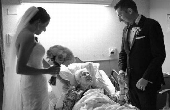 Newlyweds Surprise Groom's Grandma With A Visit To The Hospital (4 pics)