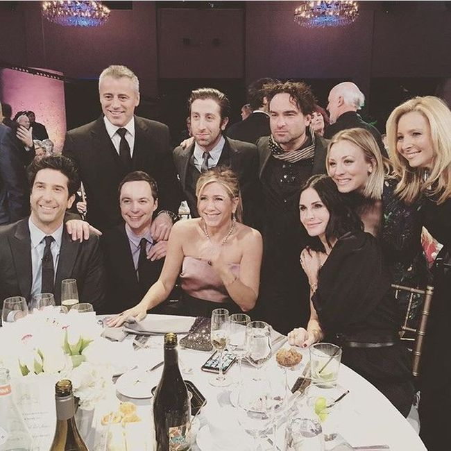 The Friends Cast Reunited And Met Up With The Cast Of The Big Bang Theory (2 pics)