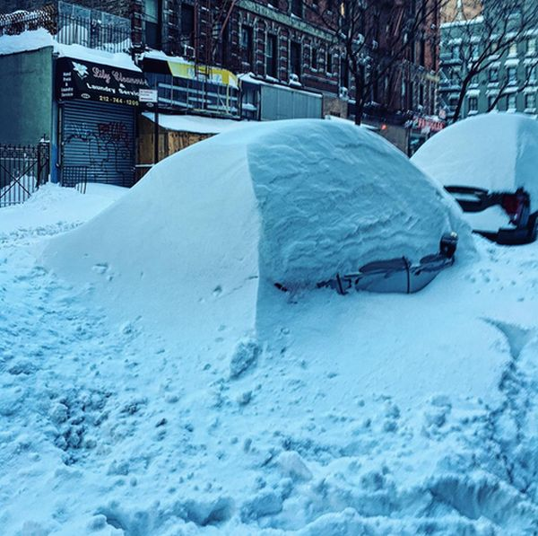 Massive Snowstorm Blankets Parts of New York (42 pics)