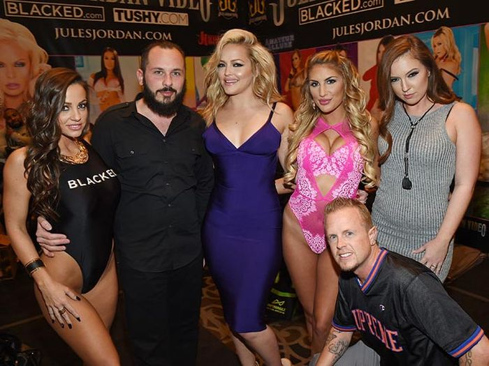 All The Hottest Adult Film Stars Showed Up For The AVN Awards (21 pics)