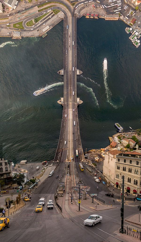 Surreal Pictures Turn Istanbul Into Something Out Of Inception (10 pics)