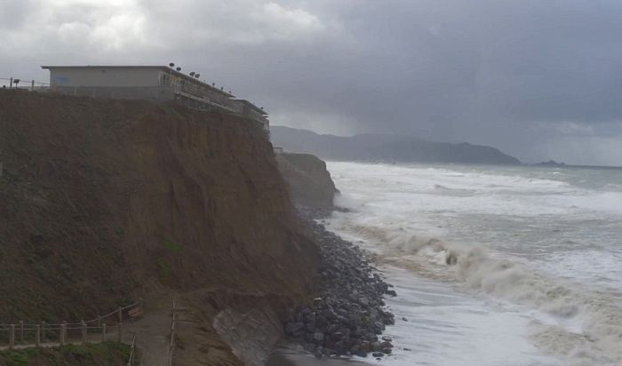 Residents Are Evacuating Because The Coast Of California Is Crumbling (13 pics)
