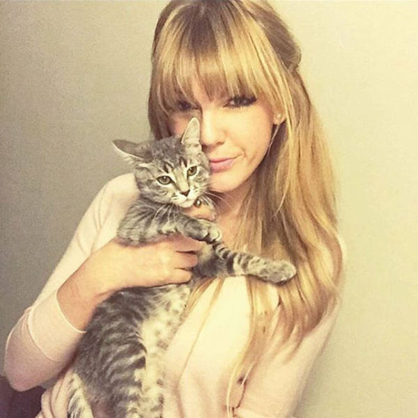 It's Almost Impossible To Tell Which One Is The Real Taylor Swift (20 pics)