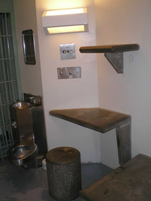 a look inside the prison cell of el chapo  12 pics