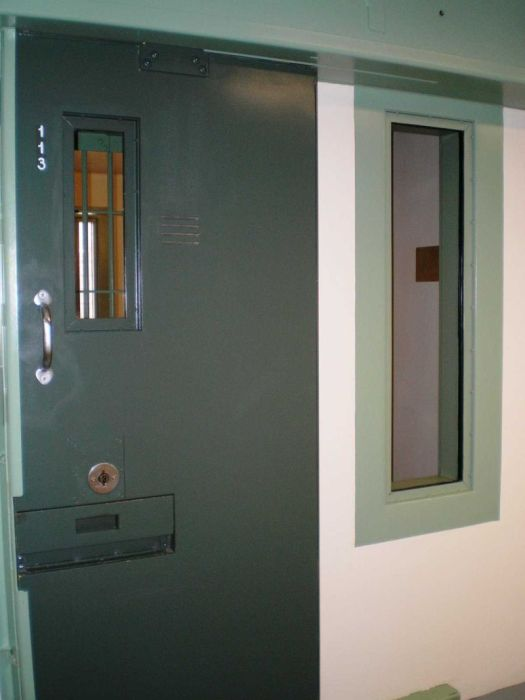 A Look Inside The Prison Cell Of El Chapo (12 pics)