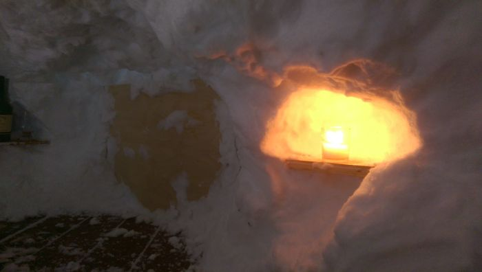 Man Turns The Snow On His Deck Into A Luxury Igloo (13 pics)