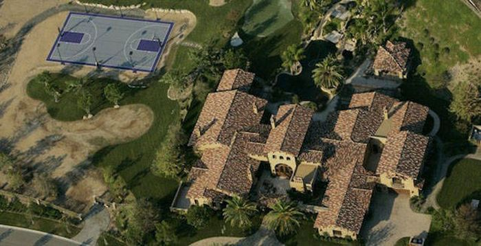 A Look At The Luxurious Mansions NFL Players Call Home (31 pics)