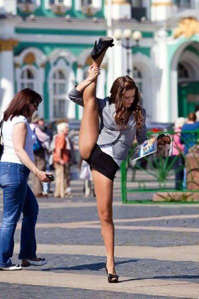 Flexible Babes That Know How To Make Stretching Look Sexy (64 pics)