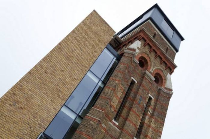 Old School Water Tower Gets An Incredible Modern Makeover (23 pics)