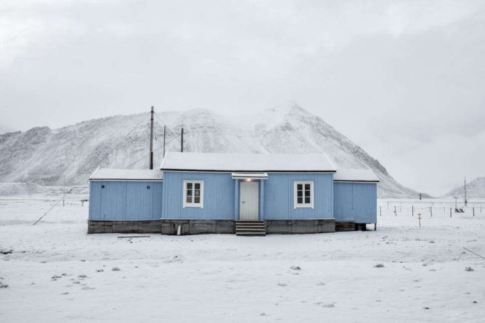 Scientists Show What Life Is Like At The Edge Of The World (12 pics)