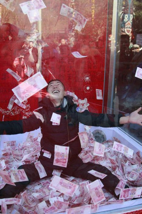 Tourists In China Get The Opportunity Of A Lifetime (17 pics)