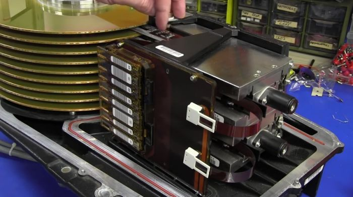 What A 3.78 Gig Hard Drive Looked Like In The '70s (16 pics)