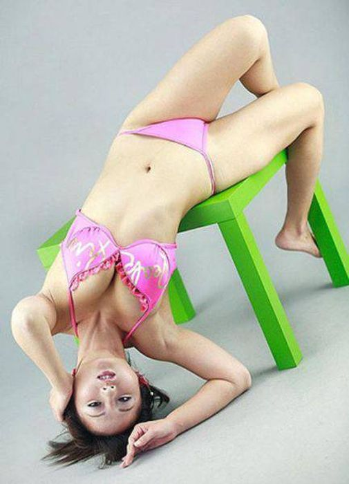 Models That Went Out Of Their Way To Make Posing Look Hard (49 pics)