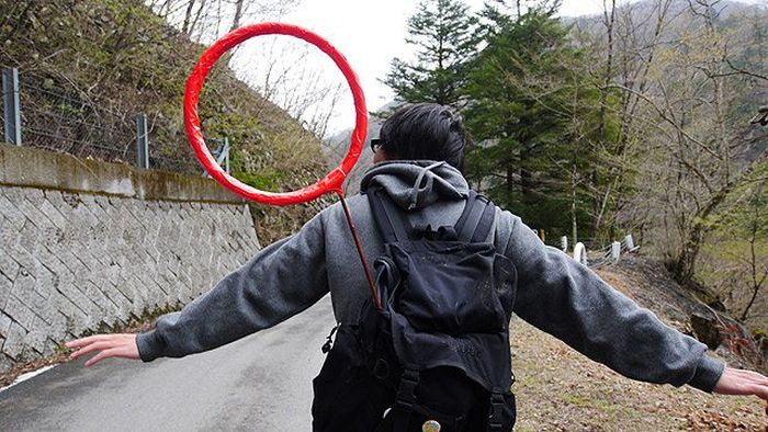Keep Your Eyes On The Red Circle (3 pics)