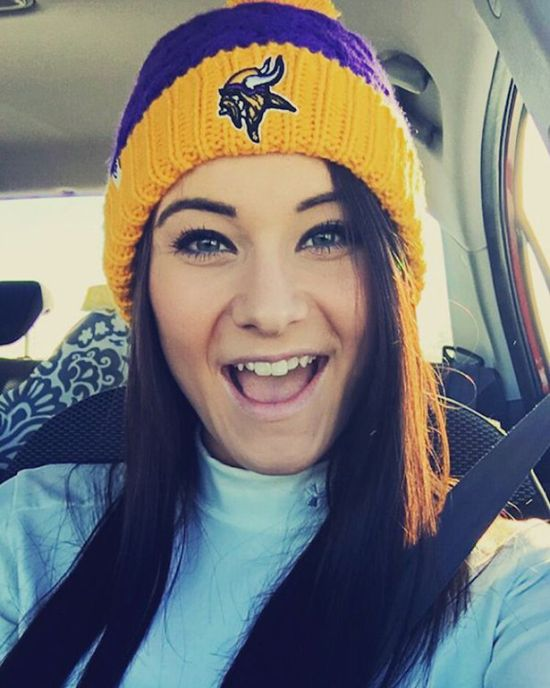 Sexy Girls Who Love Showing Support For Their Favorite Sports Teams (37 pics)