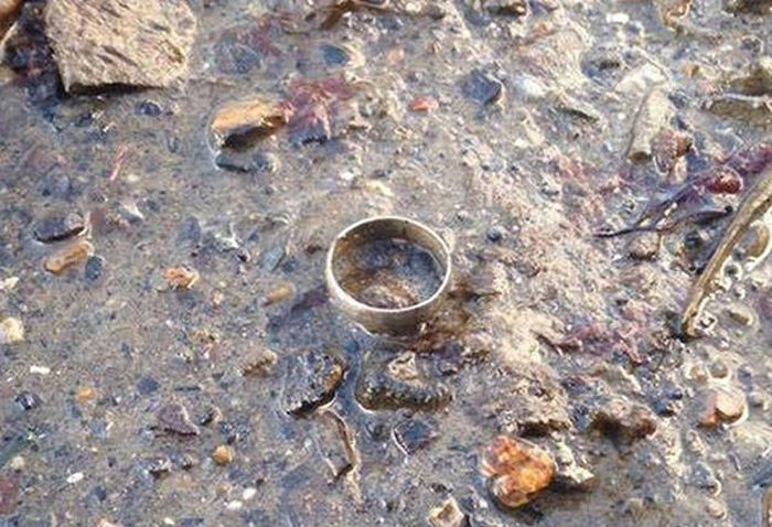 Mom Loses Her Wedding Ring And Finds It In A Very Strange Place (6 pics)