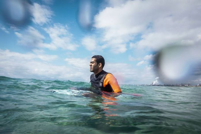 A Blind Man Became A Professional Surfer By Listening To The Ocean (9 pics)