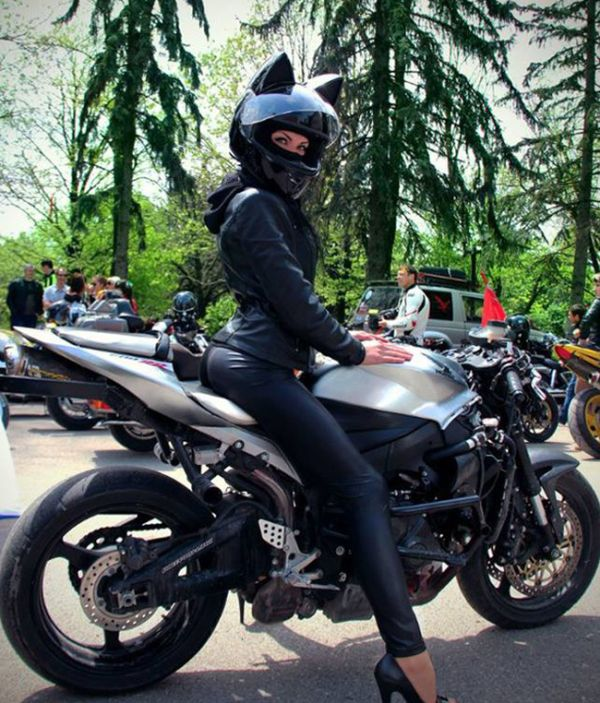 Babes Wearing Motorcycle Helmets With Cat Ears Is Definitely A Russian Thing (6 pics)