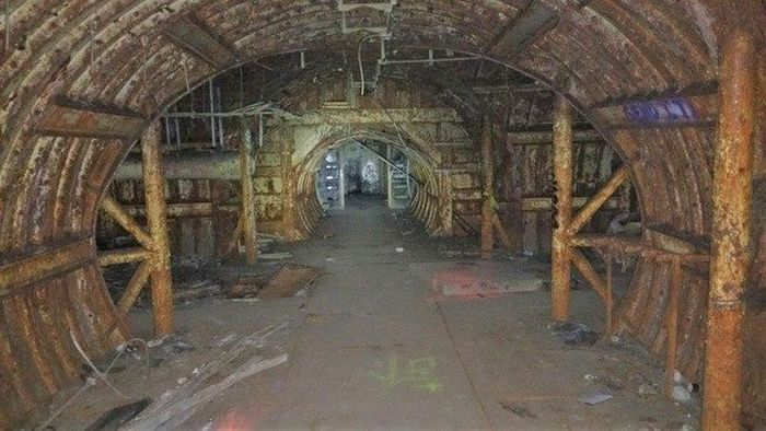 See The Inside An Abandoned Silo That Once Held The Titan Missile (16 pics)