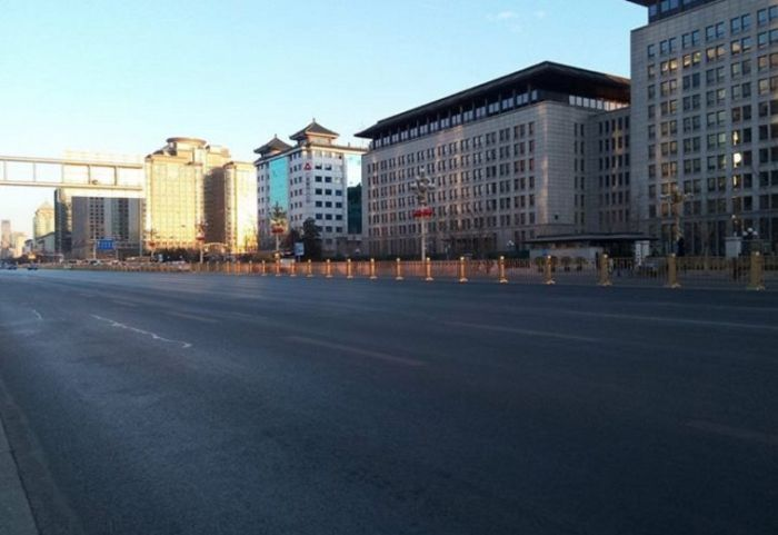 Beijing Looks Like A Ghost Town (13 pics)