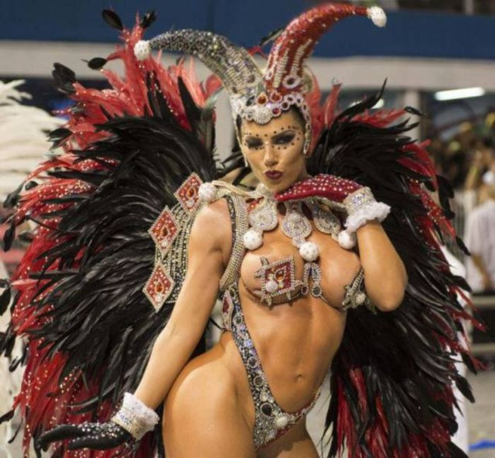 Thousands Of Sexy Samba Dancers Gather For Carnival In Brazil (28 pics)