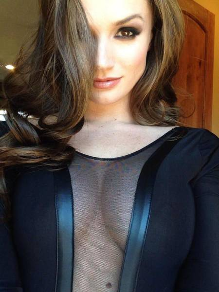 Gorgeous Women In Mesh Clothing That Will Leave You Mesmerized (59 pics)