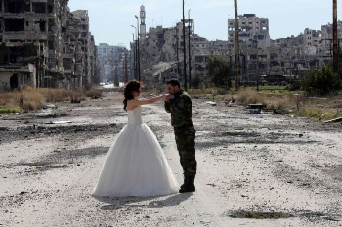 Stunning Wedding Photos Taken In The Ruins Of Syria (12 pics)