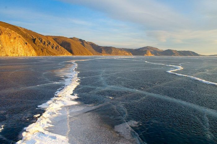 The Ice At Lake Baikal Is Amazing (3 pics)