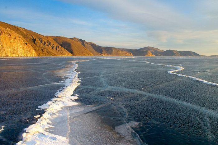 The Ice At Lake Baikal Is Amazing (3 pics)