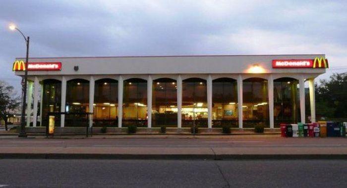 Businesses That Failed At Rebranding Familiar Buildings (30 pics)
