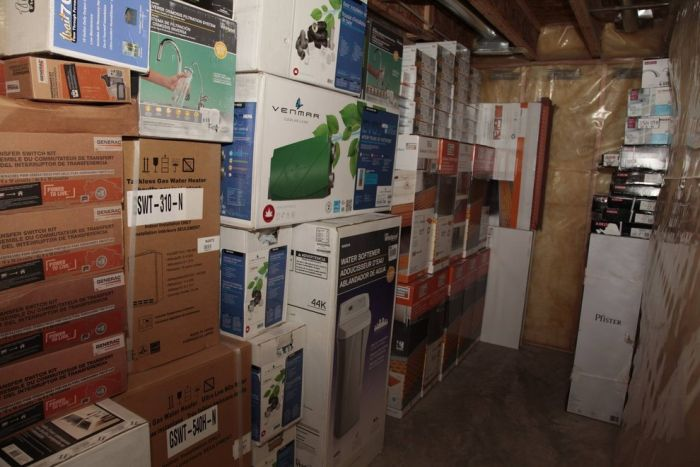 A Man With OCD Tried To Hide $1.5 Million Worth Of Stolen Goods (13 pics)