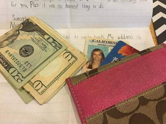 Little Boy Gives Girl A Sweet Note When Returning Her Lost Wallet (2 pics)
