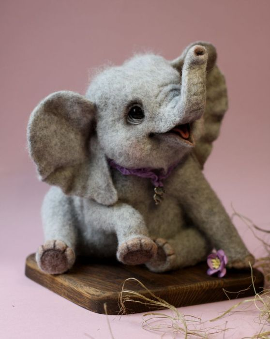 Woman Turns Wool Into Adorable Little Animals (13 pics)
