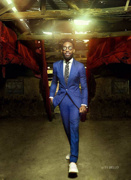 Street Seller Gets A Modeling Contract After Photobombing Tinie Tempah's Photo Shoot (10 pics)
