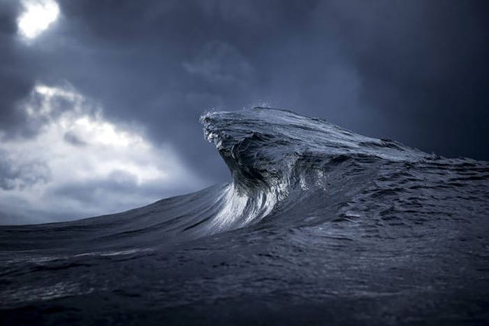 Breaking Waves Create The Most Beautiful Photos (50 pics)