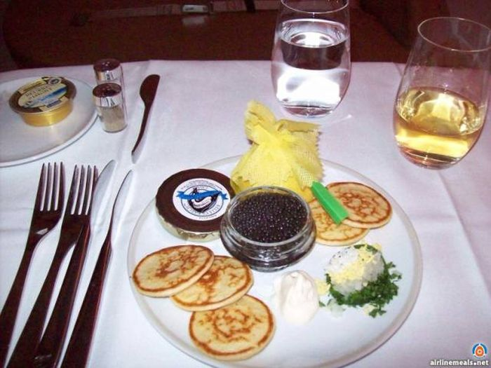People Who Fly First Class Get To Eat The Most Delicious Meals (61 pics)