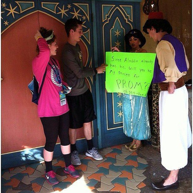 People Who Went All Out When Asking Their Dates To Prom (24 pics)
